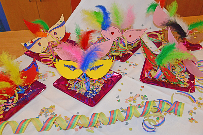 Der fasching kommt seniorenresidenz - Bastelideen zu karneval ...