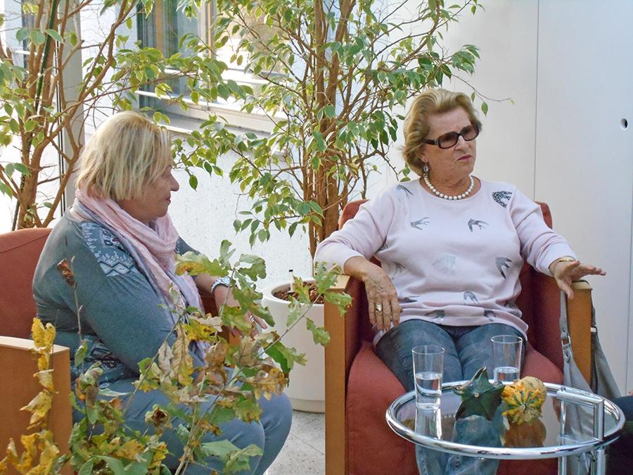 Sich kennenlernen, fachsimpeln und Freunde treffen - Seniorenresidenz